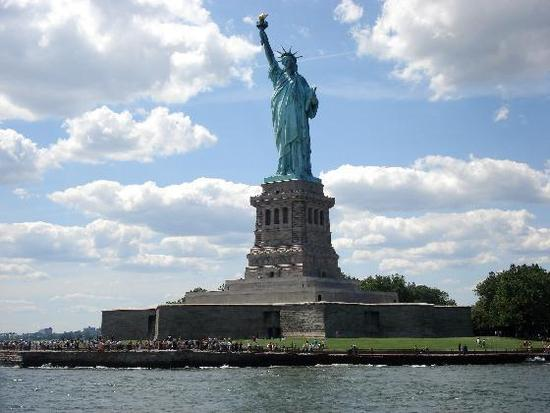3602450-travel_picture-statue_of_liberty_national_monument_jc_gogo.jpg