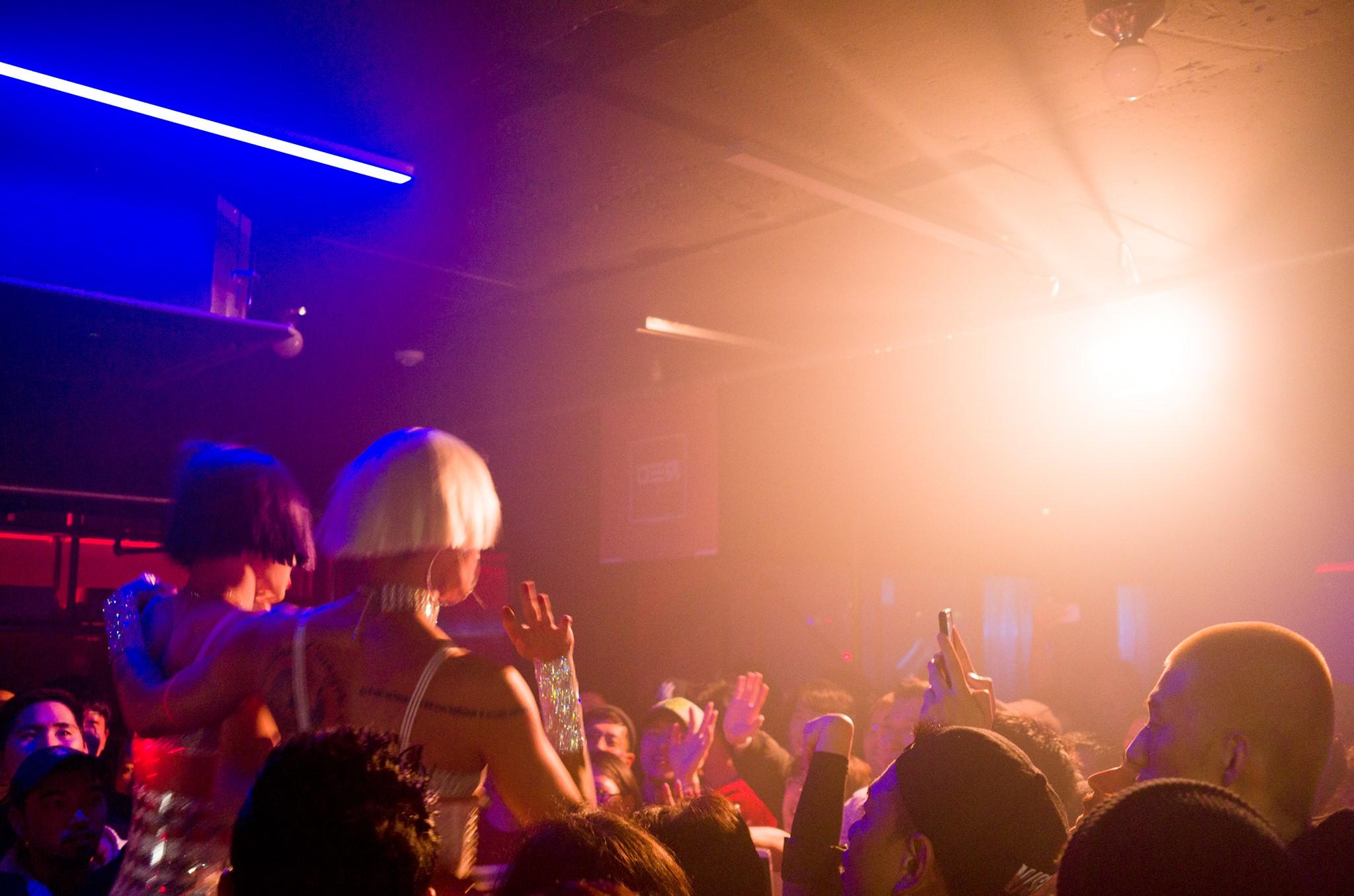 HIV/AIDS 기금 모금 파티인 RED PARTY가 이태원의 LGBT클럽 'Trunk'에서 개최되었다.