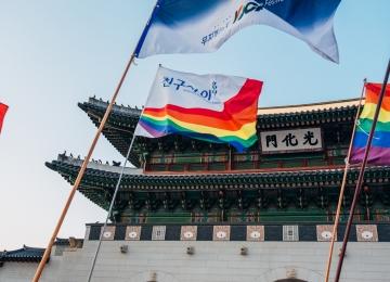 [112호][이달의 사진] 광화문을 지나는 2019 평등행진