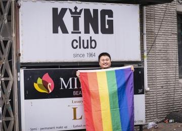 [121호][이달의 사진] 이태원 킹클럽 앞의 무지개 깃발